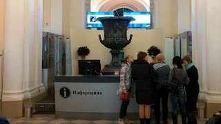 Музей Эрмитаж в Санкт-Петербурге (вход в музей и гардероб)