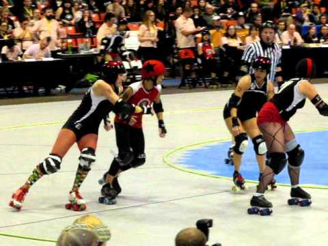 WFTDA Uproar On The Lakeshore: Bonnie Thunders Jamming For Gotham