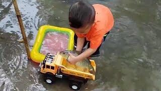 Trò Chơi Trời Mưa Phao Bơi Con Cá ❤ ChiChi ToysReview TV ❤ Đồ Chơi Trẻ Em Baby Doli Kids Song