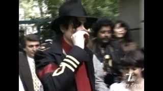 Michael Jackson - Onstage/Backstage: Two Different Lives [2]