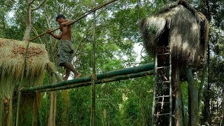 Building primitive treehouse in the forest - Full Video