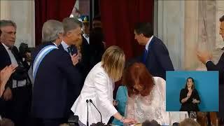 Cristina se negó a usar la misma lapicera que Macri