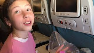 Переїзд в США Нью-Йорк. Дитина в літаку 10 годин. Розваги, розпакування сюрпризів