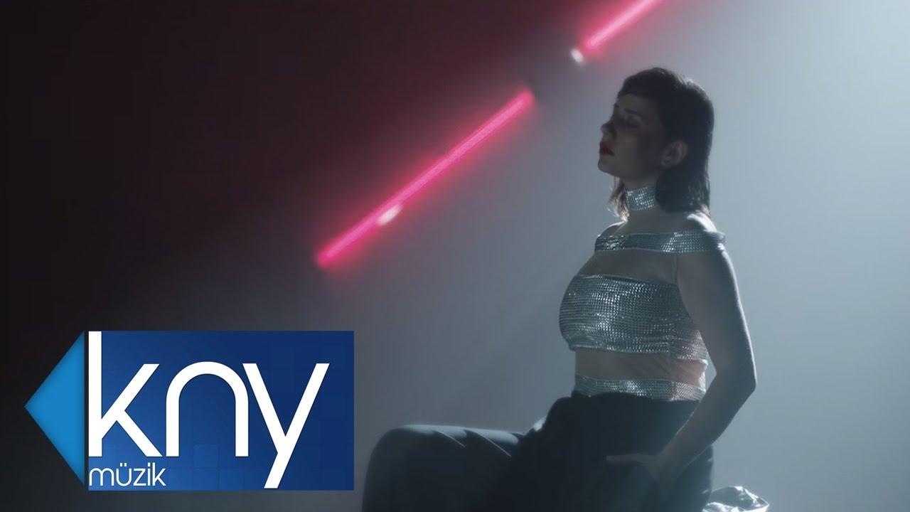 MERVE ÖZBEY - YAŞ HİKAYESİ (Official Video)