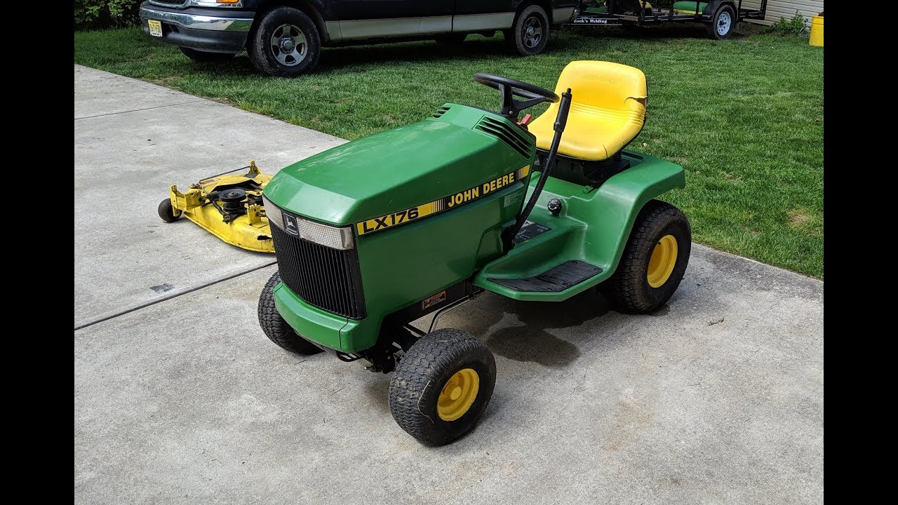 Resurrecting a 40 John Deere LX40 Lawn Tractor   First Start in Several  Years
