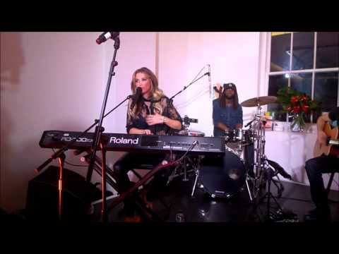 Delta Goodrem - UK Secret Show (Multi-Camera)
