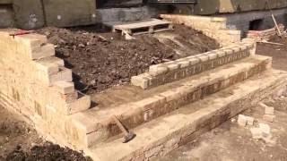 видео Как сделать крыльцо своими руками: ступеньки для постройки