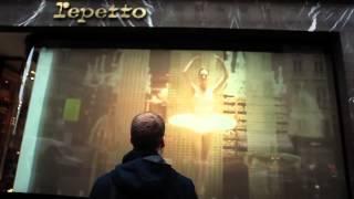 Vitrine de la Maison Repetto à Paris : Vitrine Interactive en 2012 ( fashion window display 2012)