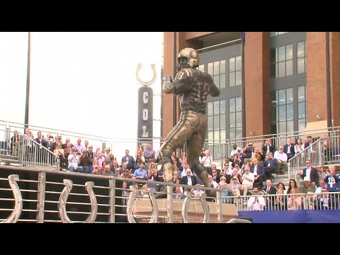 RAW VIDEO: Peyton Manning statue unveiling in front of Lucas Oil Stadium