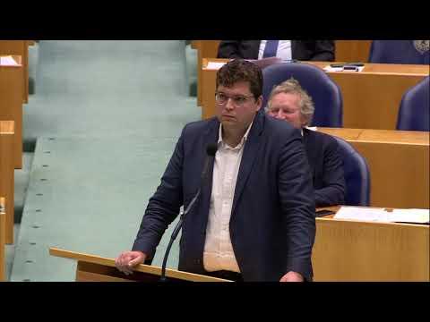PVV'er Machiel de Graaf sloopt racisten én GroenLinkser Niels van den Berge