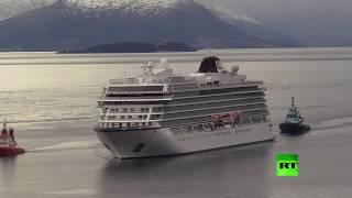 فيديو.. السفينة النرويجية تعود للشاطئ بعد 24 ساعة من نداء الاستغاثة