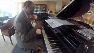 Frenesí del compositor mexicano Alberto Domínguez Borrás a piano
