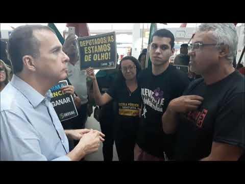 Trabalhadores protestam contra Reforma da Previdência e pressionam deputados no Aeroporto de Maceió