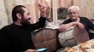 Дед зажигает на барабане.Grandfather lights on the drum. All would such a grandfather