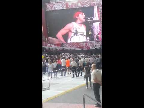 One Direction 2.7.14 - 5 Seconds Of Summer Introduce