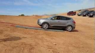Video 2013 Hyundai Tucson AWD - Fail! It just can't get a grip. download MP3, 3GP, MP4, WEBM, AVI, FLV Agustus 2018