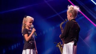 De zusjes Danique en Estelle veroveren de harten van de jury - HOLLAND'S GOT TALENT
