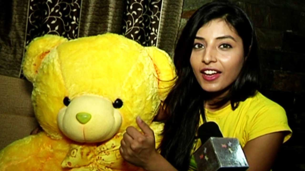 Harshita Gaur Receive Birthday Gifts From Her Fans