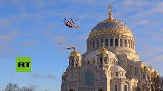Imágenes del traslado de un avión Su-27 a la ciudad de Kronstadt en un helicóptero Mi-26