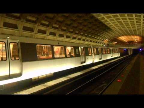 DC Metro (WMATA): Largo Town Center bound 6 cars Blue line train at Farragut West