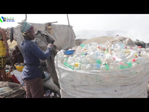 Mothers Working in a Dumpster Slum (Bormeh Dumpsite, Sierra Leone)
