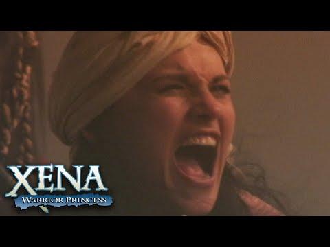 Download Xena and Gabrielle Battle a Sandstorm   Xena: Warrior Princess