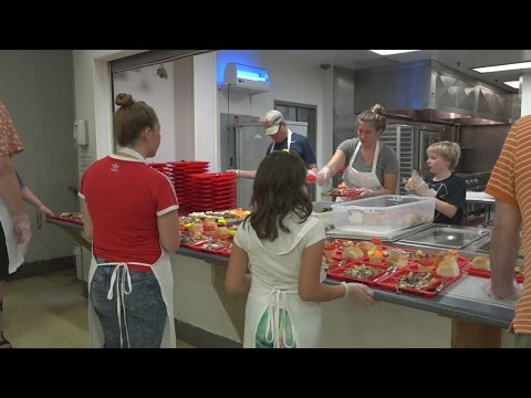 Early Thanksgiving at Omaha shelter