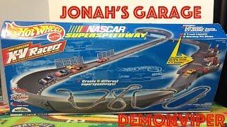 Hot Wheels Nascar Super Speedway - Motorized X-V Racers Playset