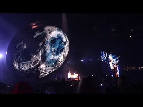 Shawn Mendes - Never be Alone clip -  in Toronto