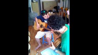 Khách nước ngoài thoải mái khi đến Guitar Sao Mai
