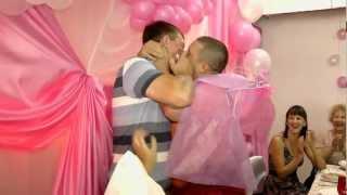 Свадебный прикол - жениха целуют взасос