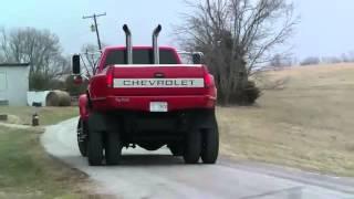 Un Gros 4x4 aux Etats-Unis avec échapement libre (attention bruit nucleair du V8)