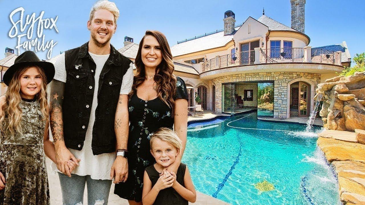 NEW HOUSE TOURS!! 🏡  | Slyfox Family