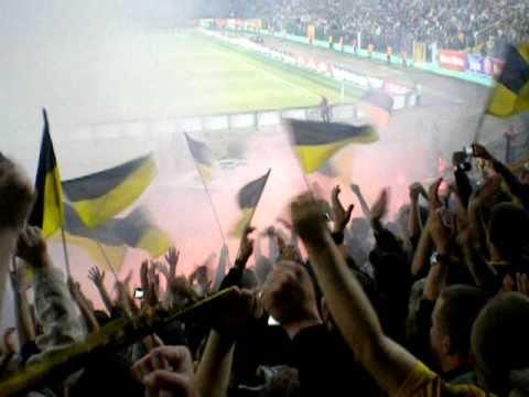 Karpaty Lwiw - BVB Dortmund - Pyro vor dem Anpfiff