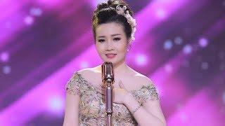 Cô ca sĩ xứ Thanh khoe vóc dáng ngọc ngà và giọng hát trong trẻo như họa mi trong MV mới