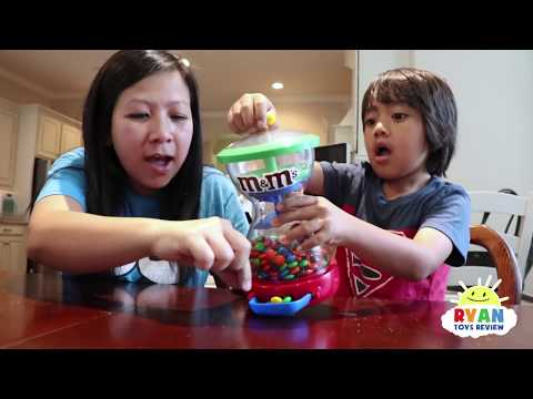 Bad Kid and Bad Mommy Steals M&M Candy Machine IRL! Family Fun Kids Pretend Playtime w/ Giant Slinky