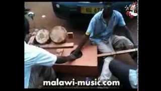 Ndikwatila Gogo (I Will Marry An Old Woman) (malawi-music.com)