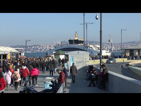 Istanbul. Eminönü and the Galata Bridge. Views of the city.