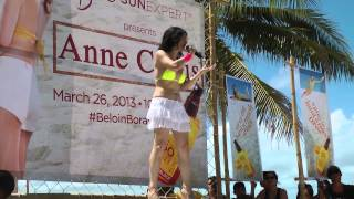 Comedian Angel at Boracay sings duet