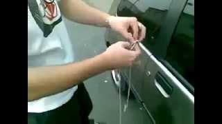 Как открыть дверь машины без ключа(Самое интересное и полезное видео, подписывайтесь на мой канал https://www.youtube.com/channel/UCvKBAu0wfYLLziqX5qXIriQ., 2015-01-30T09:52:31.000Z)