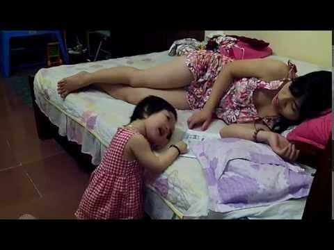 2 year old baby singing: ba oi ba...