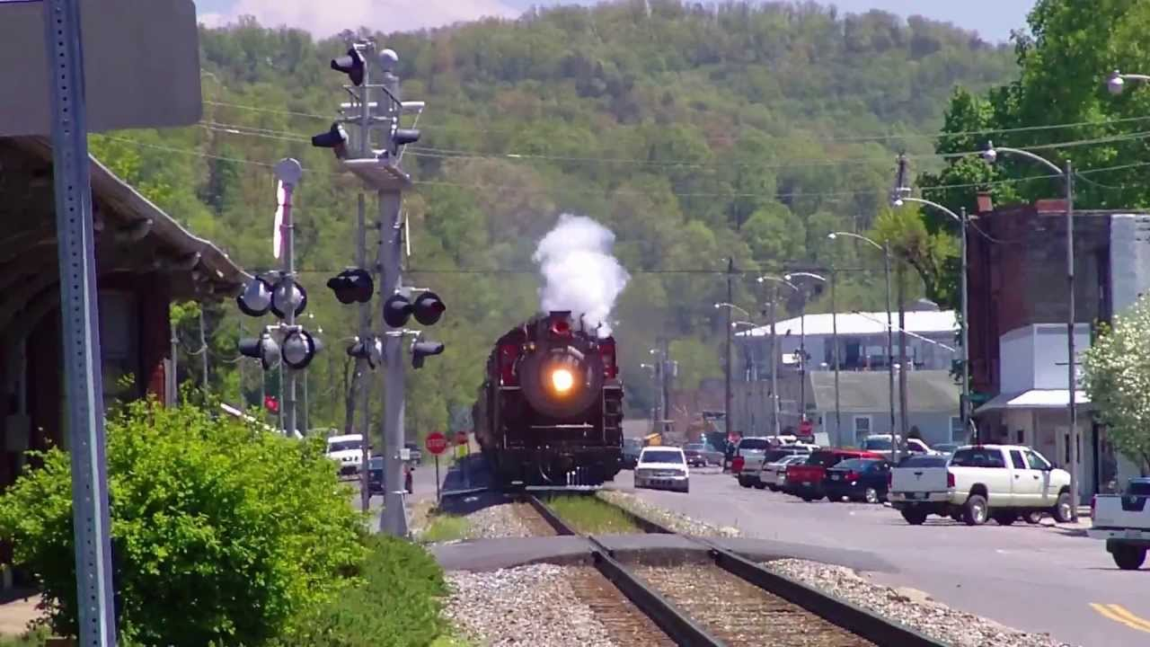 Southern 630 Coming Through Town In Newport Tn Youtube
