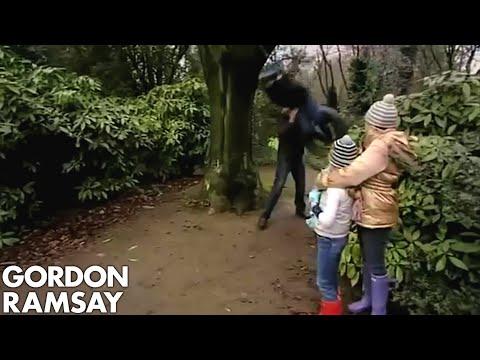Gordon Takes His Family Out For a Christmas Walk - Gordon Ramsay