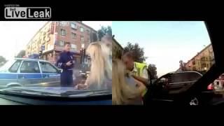 Repeat youtube video 【海外ハプニング映像】警官失笑!ブロンド美人が捕まりお漏らしwwwBMW