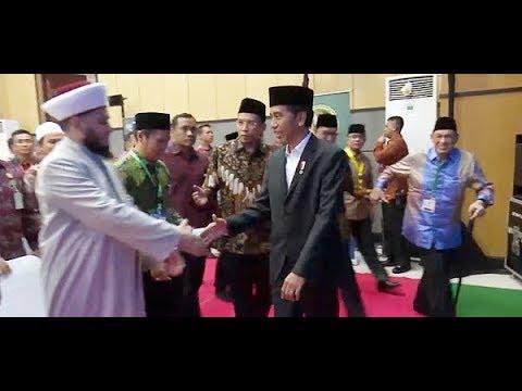 Disambut Shalawat, Presiden Jokowi Didampingi Tuan Guru Bajang Bertemu Alumni Al Azhar