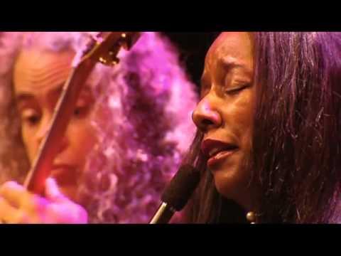 Tuck & Patti - Love Flows Like a River mp3 ke stažení