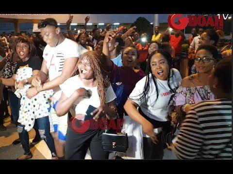 Watch Tobi,Ceec,Alex,Nina,Miracle, Family &Friend Dancing Shaku Shaku At The Airport. Bbnaija 2018