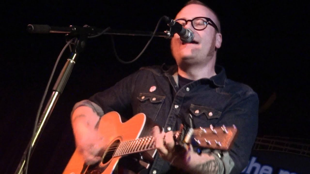 mike-doughty-the-girl-in-the-blue-dress-to-keep-on-dancing-theinnertubetv
