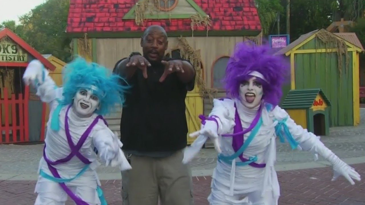 Tampa 39 S Lowry Park Zoo Gets Ready For Halloween Doovi