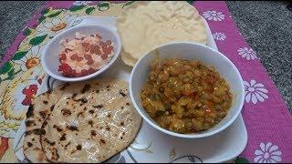 61. Готовим индийский обед: бенган барта (баклажаны), чапати, салат и пападам.